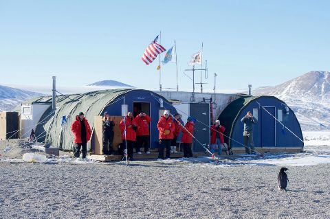 kerry-at-mcmurdo-courtesy-us-state-dept